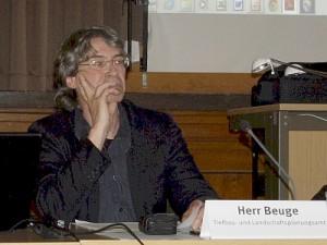 Jörg Beuge: ''Eine gut gefüllte Allee''