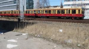 Frei zugängliche Bahntrasse: S-Bahn-Verkehr im Minutentakt