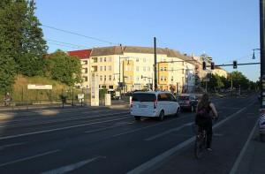 Hier sollte die POW-Brücke die Berliner Straße überdachen